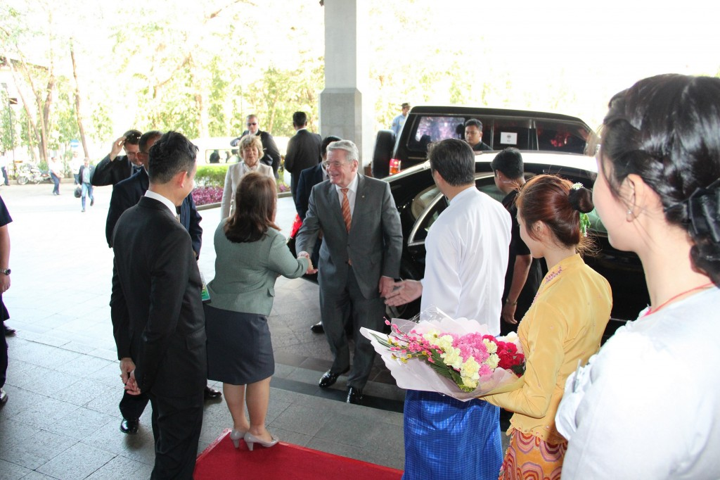 Photo shows: General Manager of Chatrium Royal Lake Yangon, Ms. May Myat Mon Win, (2nd left) recently welcomed and President of Germany, HE Dr. Joachim Gauck upon his arrival at the hotel during his official visit to the Republic of the Union of Myanmar recently.