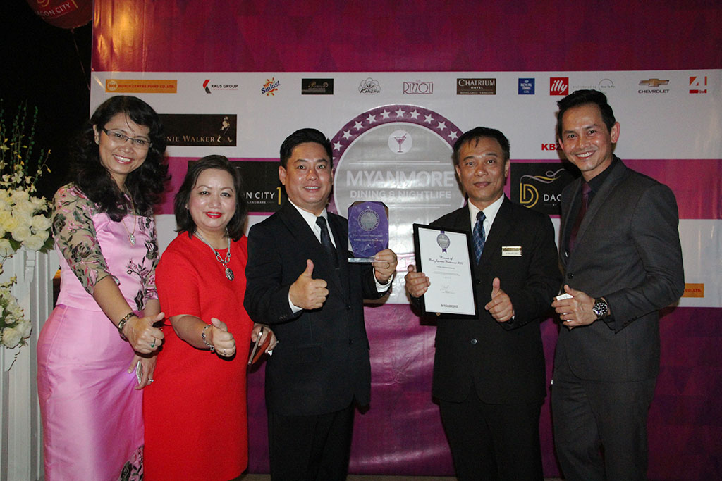 Group Photo with Award-Ms Kyu Kyu Maw (AGM), Ms May Myat Mon Win (GM), Mr Steven (AFBM), Mr Suphawuth (FBM),Mr Sahapol Laddha(DOR)