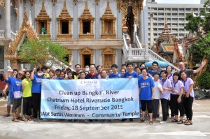 Chatrium Hotel Riverside Bangkok Staff at the Temple Cleaning Event