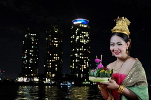EXPERIENCE AN AUTHENTIC THAI TRADITIONAL LOY KRATHONG FESTIVAL AT CHATRIUM HOTEL RIVERSIDE BANGKOK
