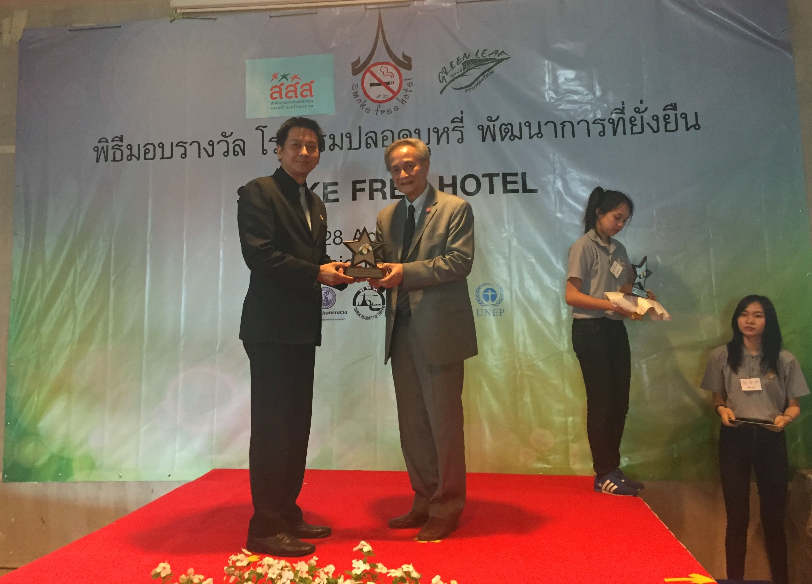 Maitria Hotel Sukhumvit 18 Receiving the Smoke Free Hotel Award