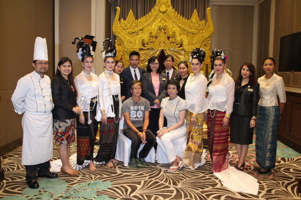 Miss Thailand Group with Hotel Management