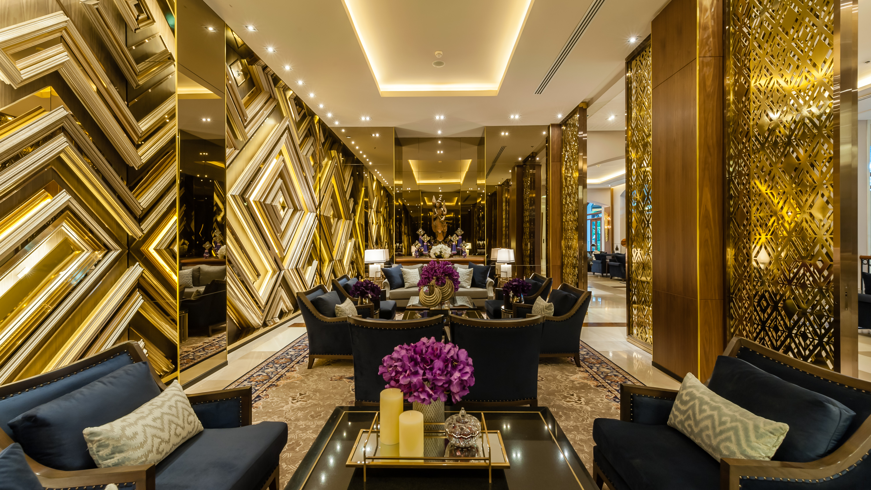 Mesmerizing Interior Decor at Chatrium Hotel Royal Lake Yangon