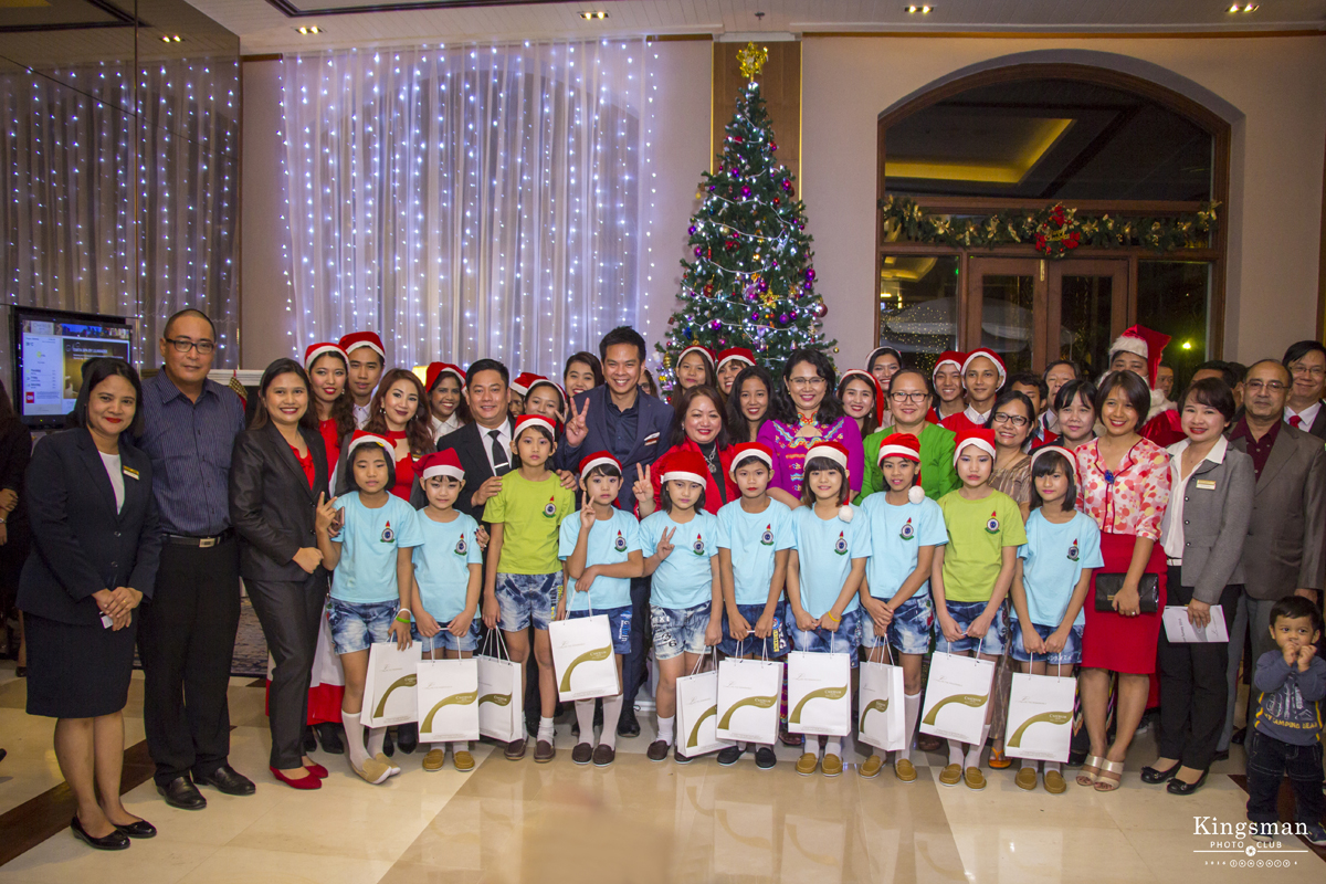 Tree Lighting with Chatrium Hotels